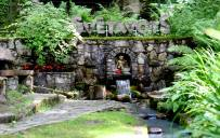 Dāvis Siliņš: Cēsis, kur var apciemot viduslaiku pili, baudīt dabu Gaujas Nacionālā Parkā, un atrast garīgo dziedināšanu Svētavotā.