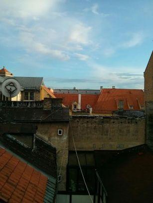 Līga Brammane: Dzīvoklis, kurā Laura Nīgale palika. Mēs tur ar draugiem bieži sanācām kopā cept un ēst vakariņas. No dzīvokļa bija vareni skati - uz visām pusēm Vecrīgas jumti.